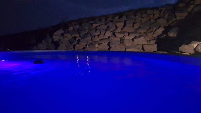 Piscine de nuit - Domaine des Rigauds