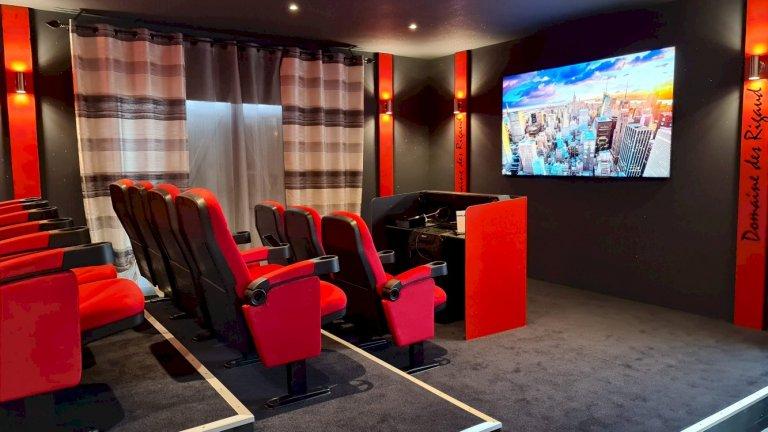 Salle de cinéma 8k - Domaine des Rigauds